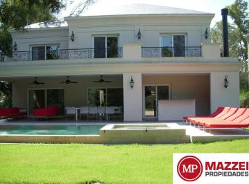 Destacada Casa 402 m² y 3 Niveles