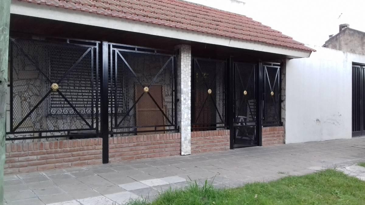 Casa - 3 Dorm - Patio - Garage - 120 m - Avellaneda 1800 - L. Guillon