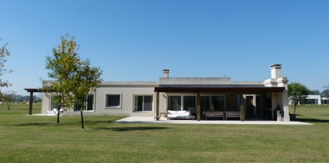 Casa en Venta. Everlinks Golf y Country Club, Lujan.